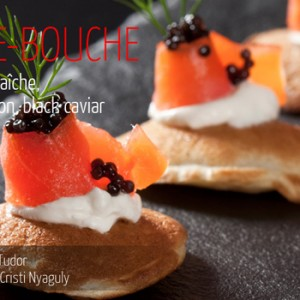 Blini cu crème fraîche, somon afumat si caviar negru